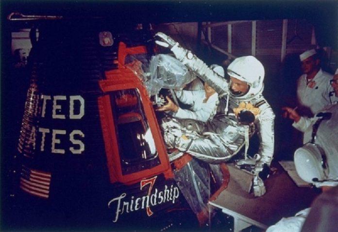 Первые швейцарские часы в космосе - Stone Forest
