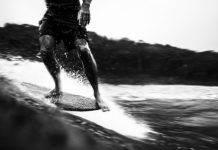 Серфингист покоряет волну - Stone Forest