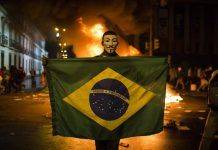 Протестующий против Чемпионата мира в Бразилии - Stone Forest