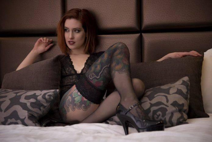 Татуированная девушка - Stone Forest