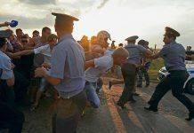 Протестующие в городе Пугачев - Stone Forest