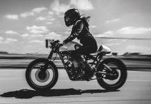 Дама на мотоцикле - Stone Forest