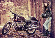 Девушка на мотоцикле BMW - Stone Forest