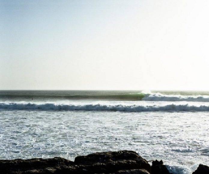 Красивый морской прибой - Stone Forest
