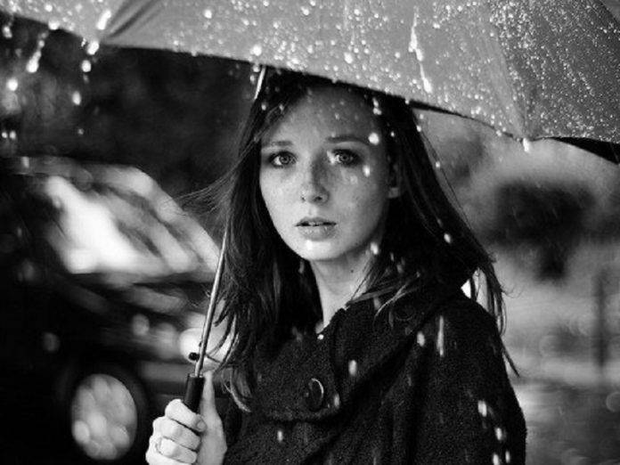 Девшка с зонтом - Stone Forest