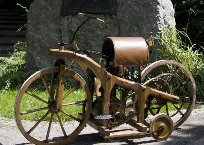 Первый в истории мотоцикл - Stone Forest
