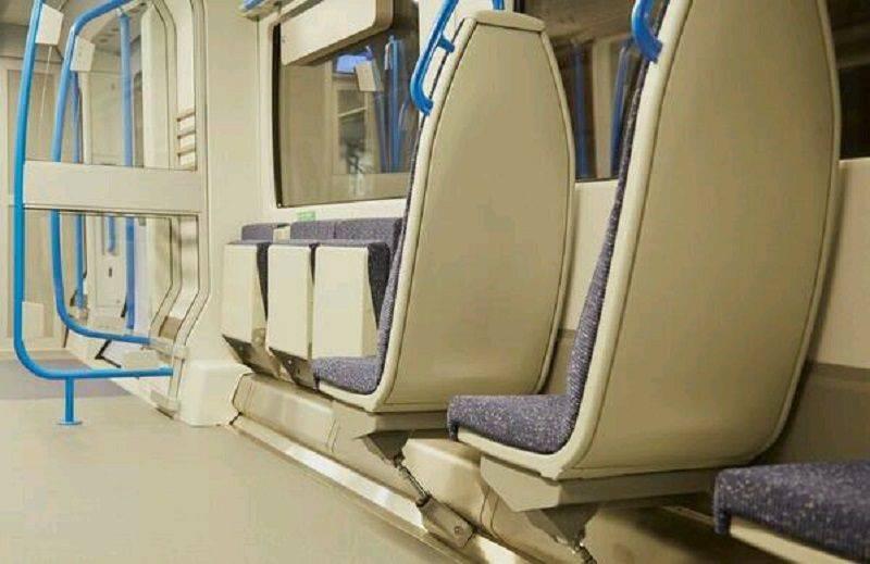 Откидные кресла в московском метро - Stone Forest