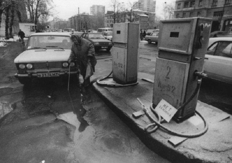 Нонсенс нефтедобывающей империи - отсутствие бензина на заправочных станциях.