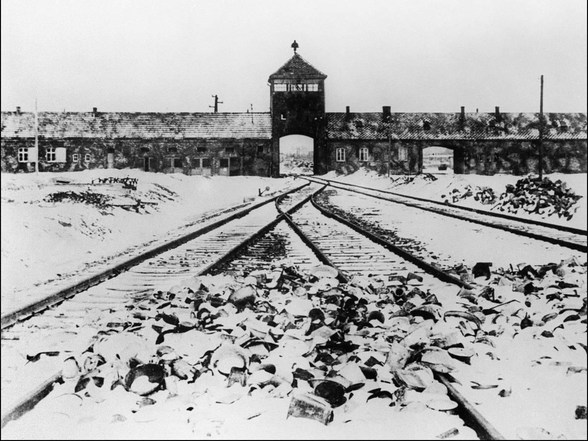 Концентрационный-лагерь-Аушвиц-каким-его-увидела-Красная-Армия-2