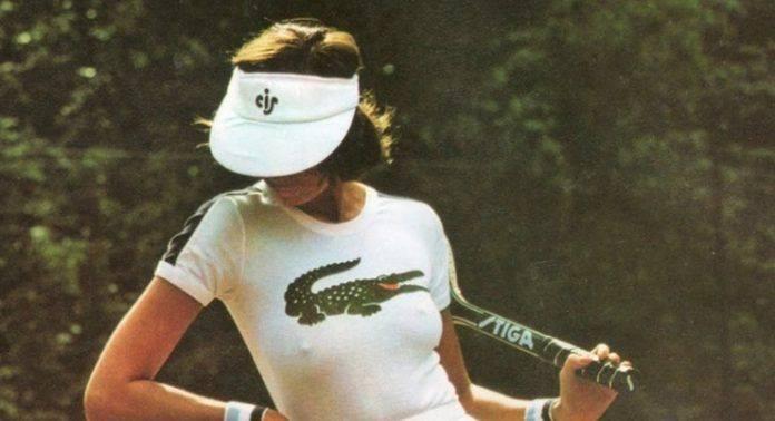 Модель теннисистка Lacoste - Stone Forest