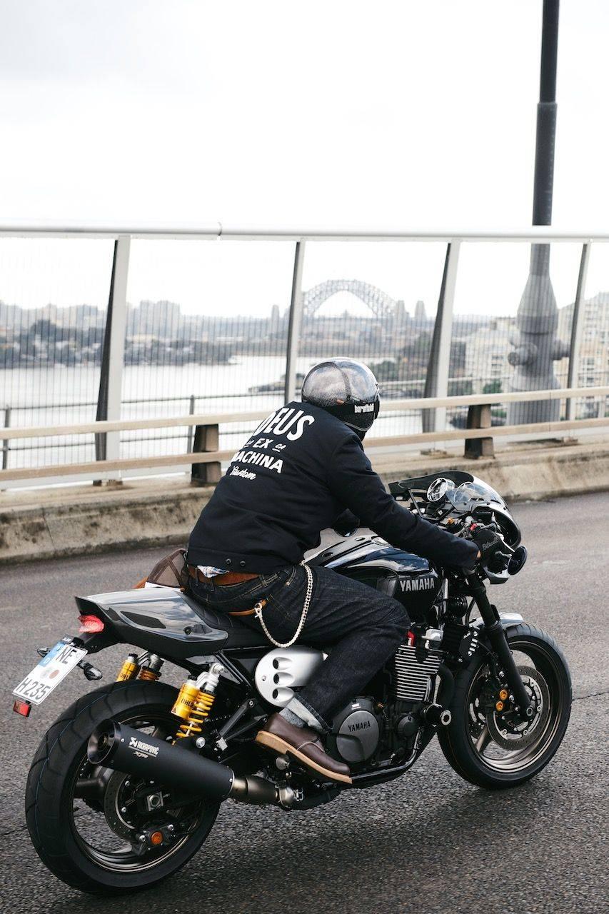 Новая-Yamaha-XJR1300-в-фотографиях-10