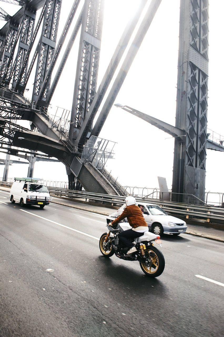 Новая-Yamaha-XJR1300-в-фотографиях-12