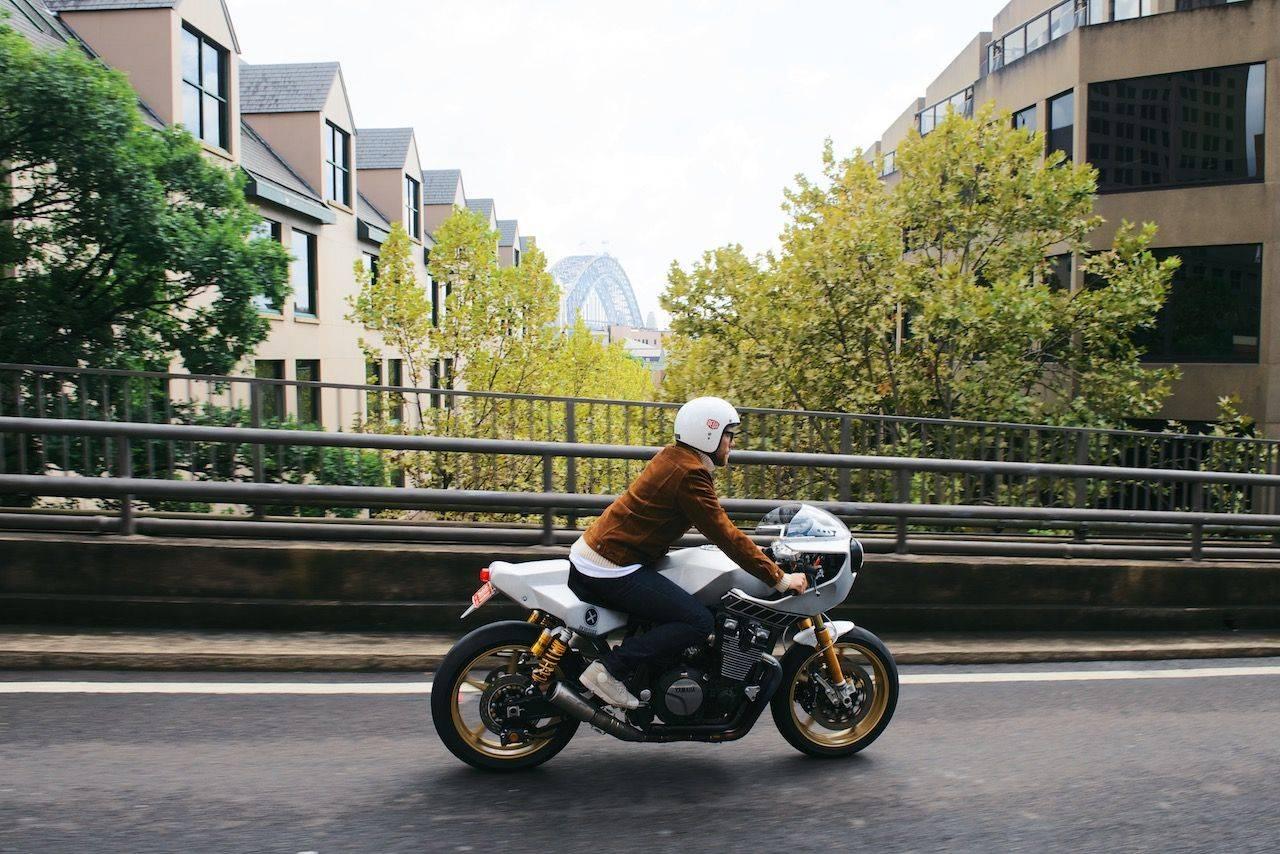Новая-Yamaha-XJR1300-в-фотографиях-15