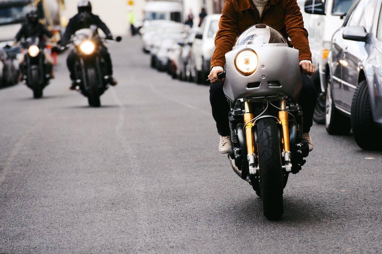 Новая-Yamaha-XJR1300-в-фотографиях-4