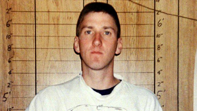 TIMOTHY MCVEIGH HAS HIS PHOTO TAKEN AFTER HIS ARREST IN OKLAHOMA