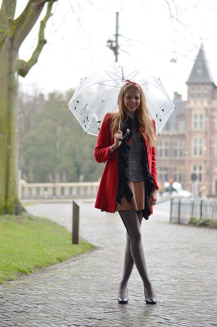 Девушки-с-зонтиками-1