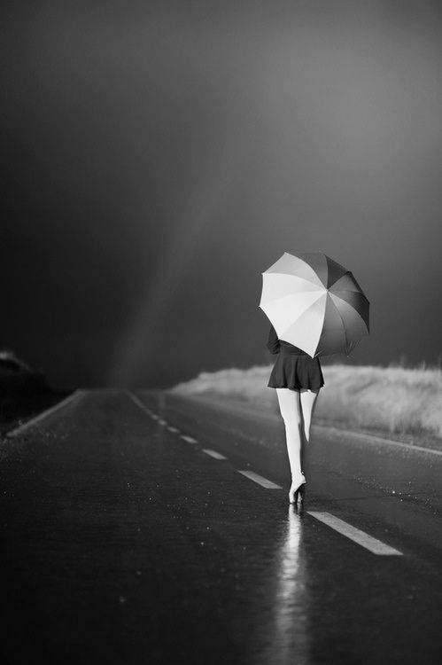 Девушки-с-зонтиками-14