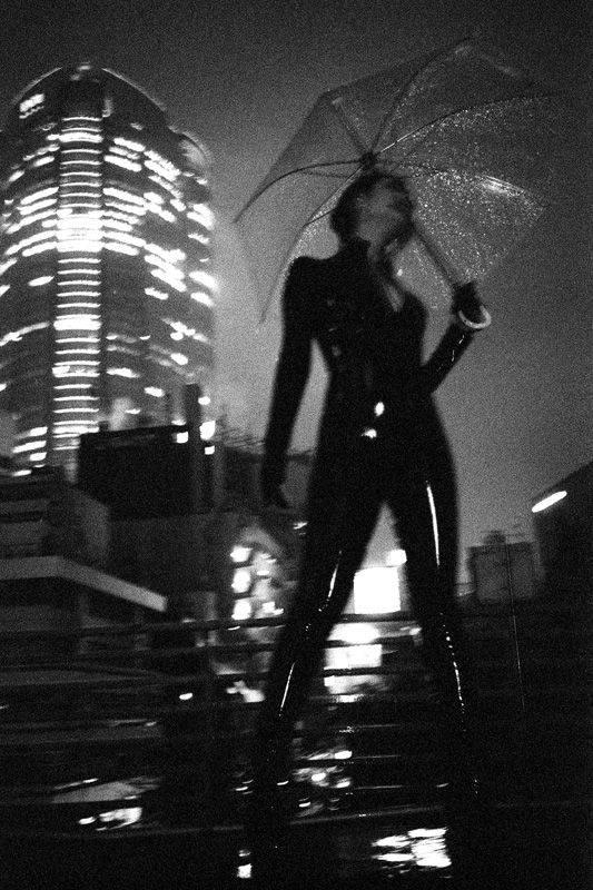 Девушки-с-зонтиками-8
