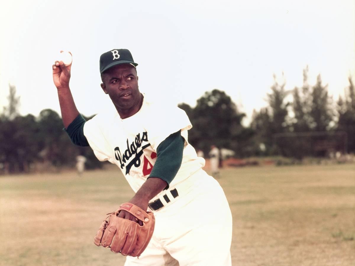 Как-Джеки-Робинсон-боролся-с-расизмом-в-бейсболе-11