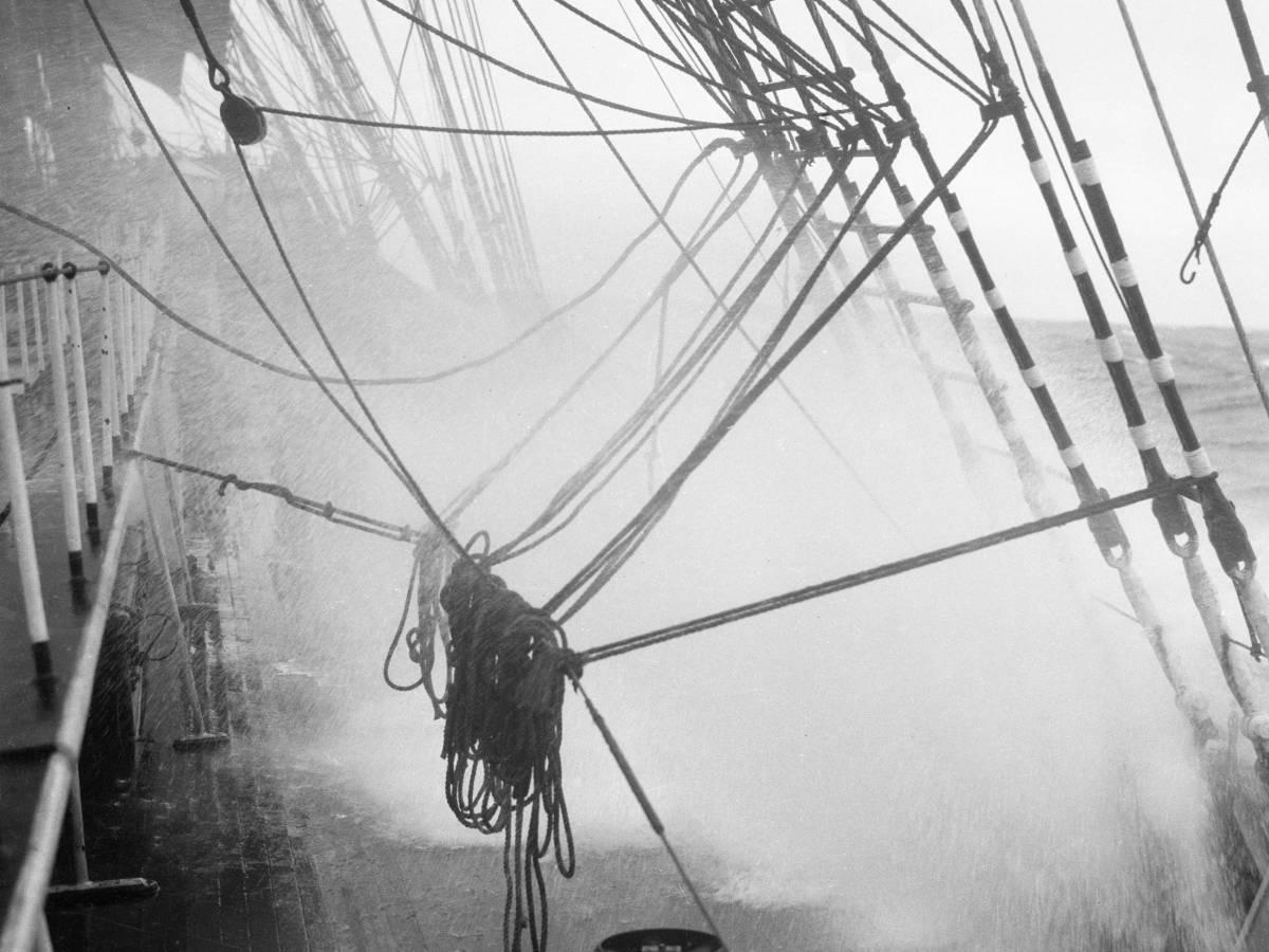 На-палубе-трансатлантического-корабля-25
