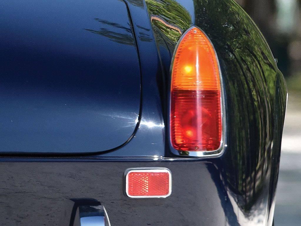 Винтажная-FERRARI-250-GT-SWB-CALIFORNIA-SPIDER-11