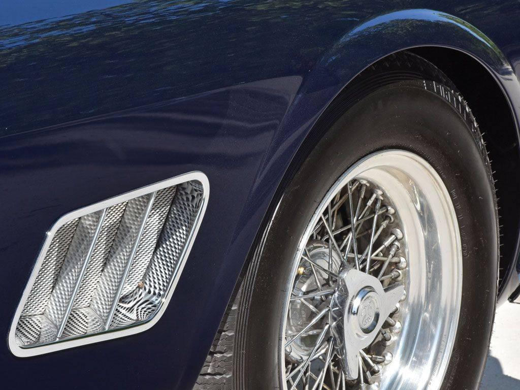 Винтажная-FERRARI-250-GT-SWB-CALIFORNIA-SPIDER-9