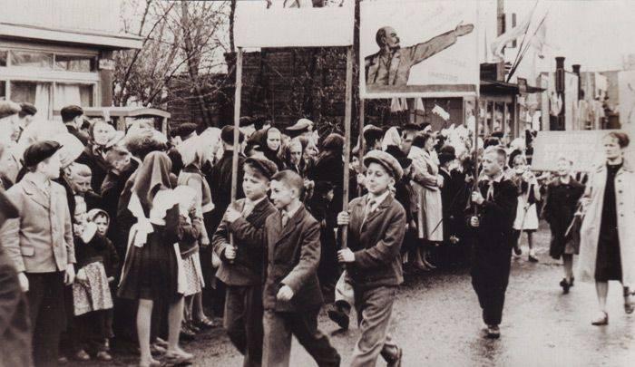 В-честь-1-мая-возвращение-в-страну-пролетариев-47