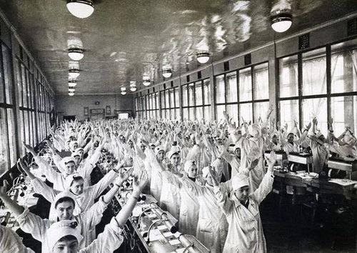 В-честь-1-мая-возвращение-в-страну-пролетариев-58