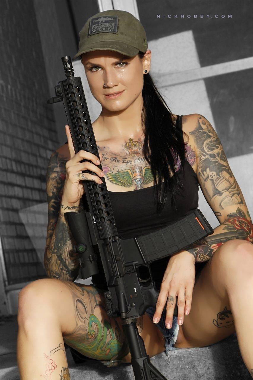 Девушки-и-оружие-14