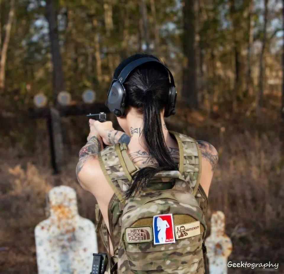 Девушки-и-оружие-16