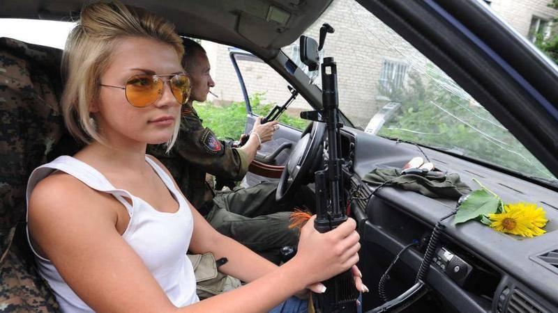 Девушки-и-оружие-17