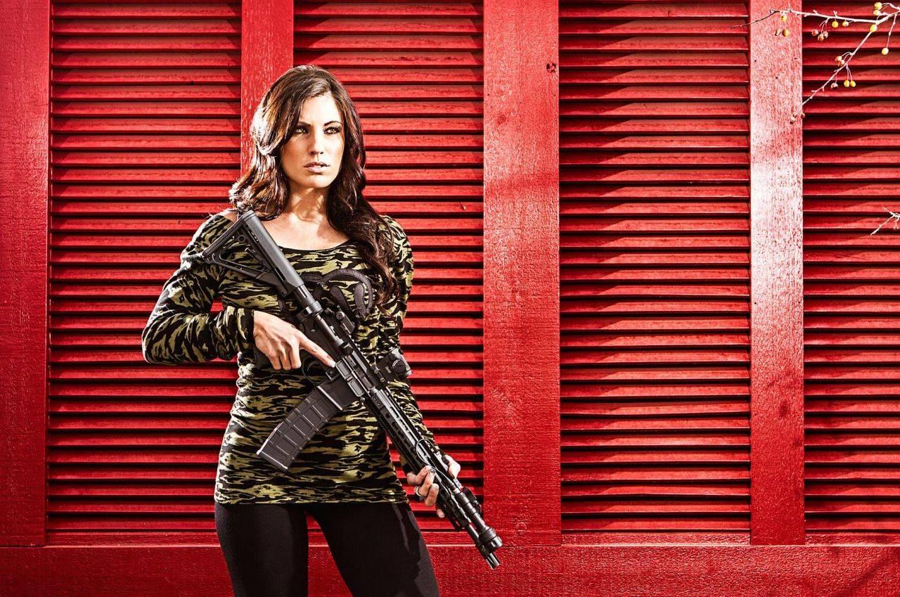 Девушки-и-оружие-23
