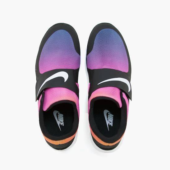 Sneaker-Monday-Nike-Free-Socfly-3