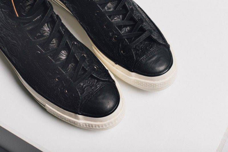 Converse_Hi_Floral_Embossed_Black_Feature_Lv-3_1024x1024