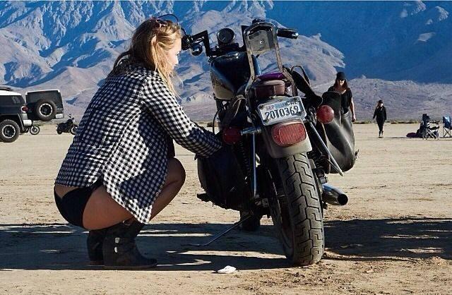 Девушки и мотоциклы - Stone Forest