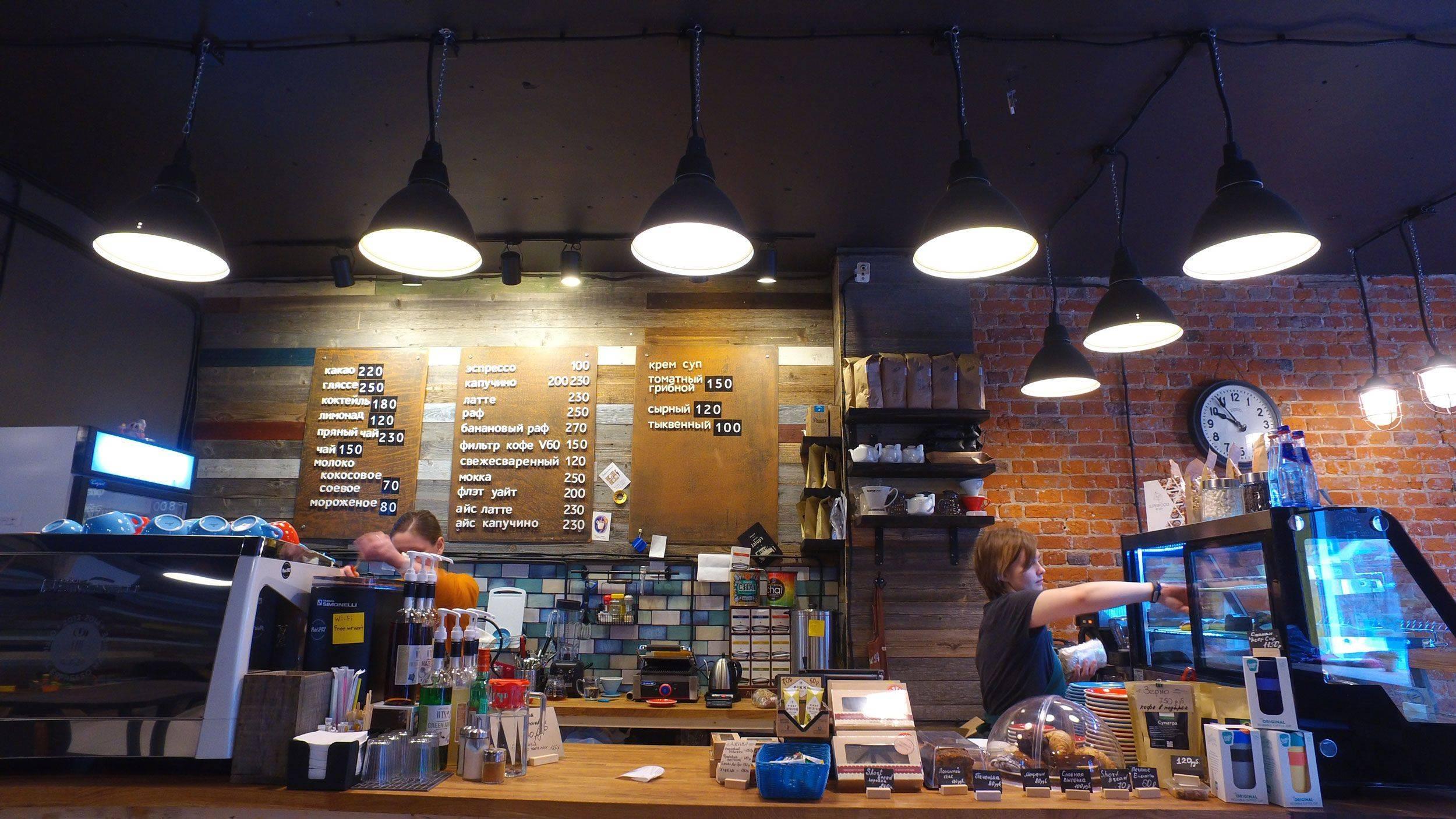 Рабочие будни бариста кофейни Point 242 на Октябрьской улице