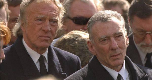 Чарли и Рэджи на похоронах Ронни - Stone Forest