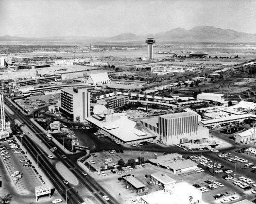 Las Vegas Boulevard 1964 - Stone Forest