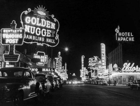 Огни Лас-Вегаса 1966 год - Stone Forest