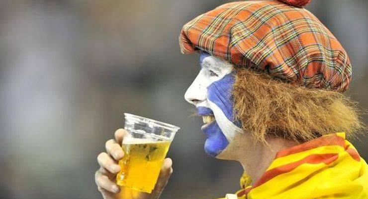 Футбольные фанаты из Шотландии - Stone Forest