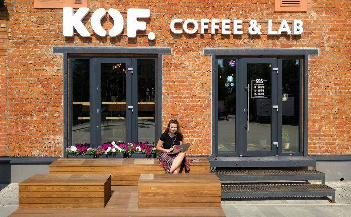 Вход в кофейню KOF на ул Новодмитровская
