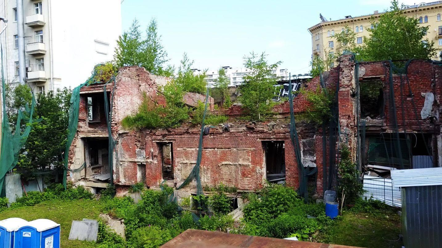 Развалины жилого дома на Сухаревской