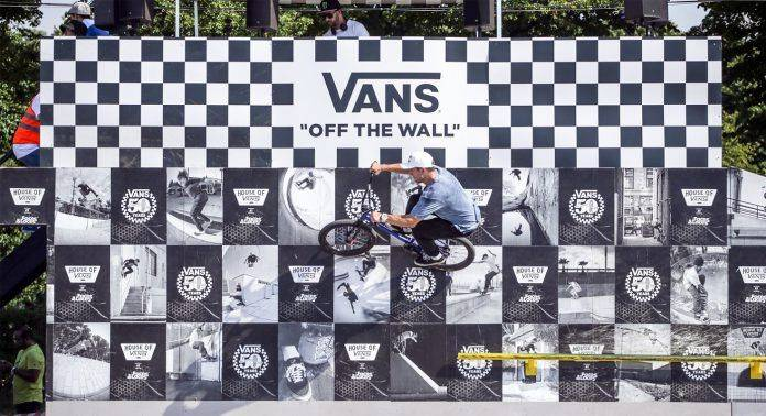Vans на Faces and Laces 2017 - Stone Forest