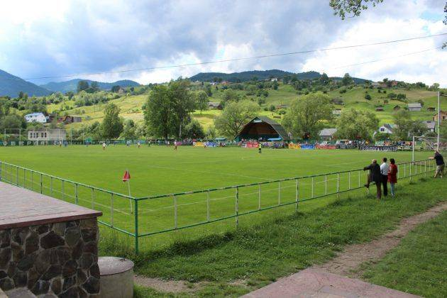 Стадион в низшей лиге - Stone Forest