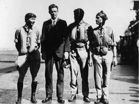 Чарльз Линдберг с военными пилотами - Stone Forest