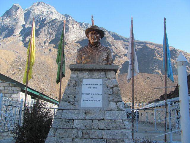 Памятник Эдмунду Хиллари - Stone Forest