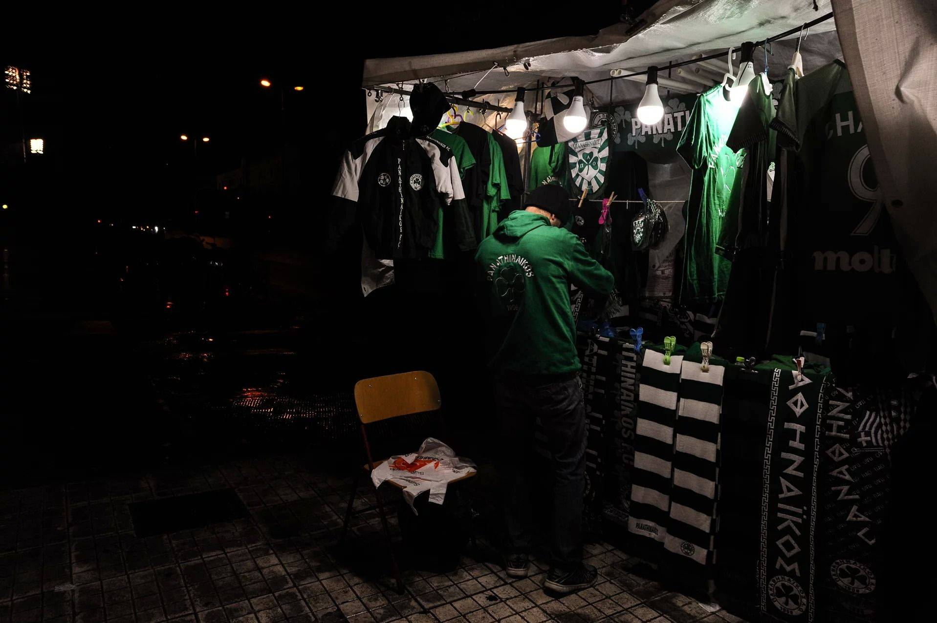 На улицах Афин во время матча Панатинаикоса - Stone Forest