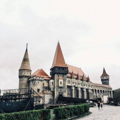 Замок Корвинов - Stone Forest