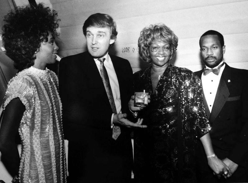 Дональд Трамп, Уитни Хьюстон, Кисси Хьюстон и Майкл Хьюстон - Stone Forest