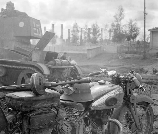 Финский мотоцикл и танк - Stone Forest